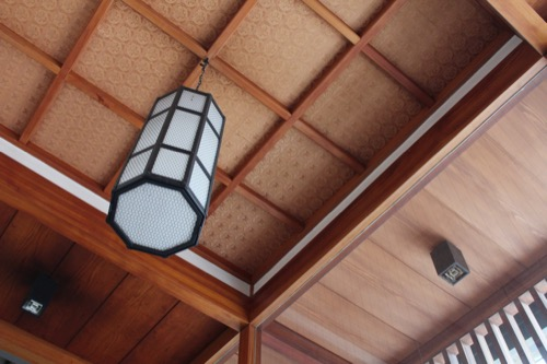 0133:香川県文化会館 風除室にある照明