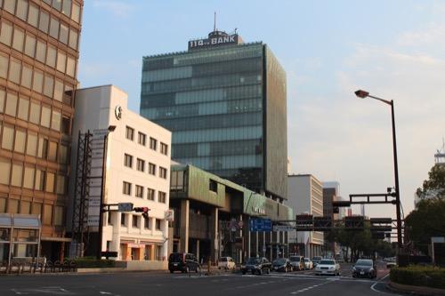 0134:百十四銀行本店 夕方の道路向かいから①