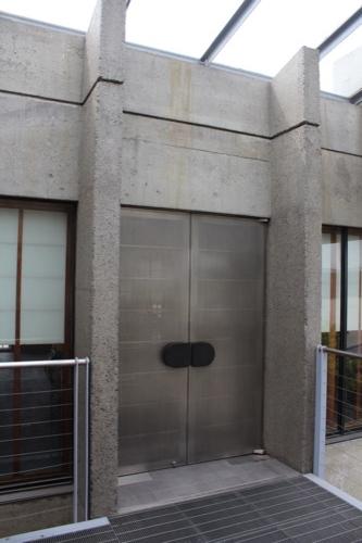 0136:西園寺 納骨堂の最上階入口