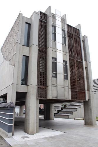 0136:西園寺 納骨堂の横外観