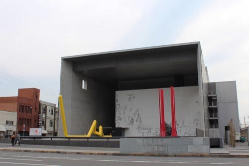0137:丸亀市猪熊弦一郎現代美術館 正面外観①