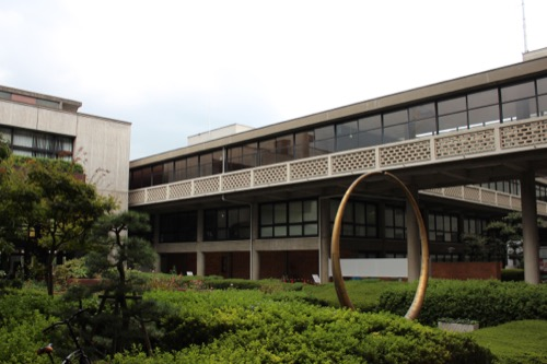 0138:岡山県庁舎 地上階の中庭②