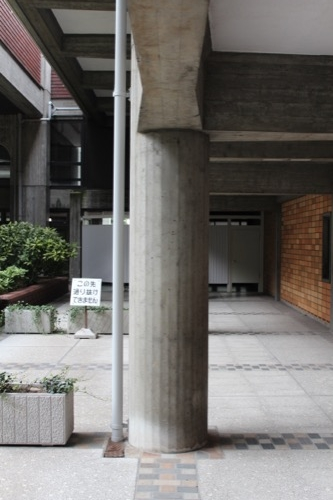0138:岡山県庁舎 円形断面の柱