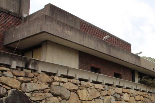 0142:林原美術館 石垣付近のコンクリートデザイン