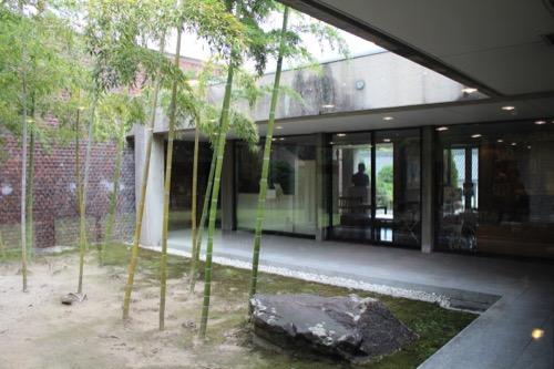 0142:林原美術館 中庭①