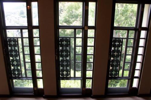 0152:ヨドコウ迎賓館 3階廊下の窓デザイン