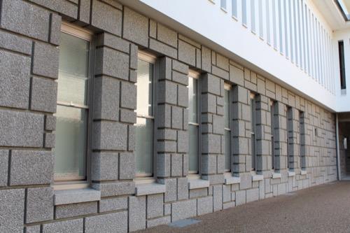 0155:大和文華館 地下フロアの石のファサード