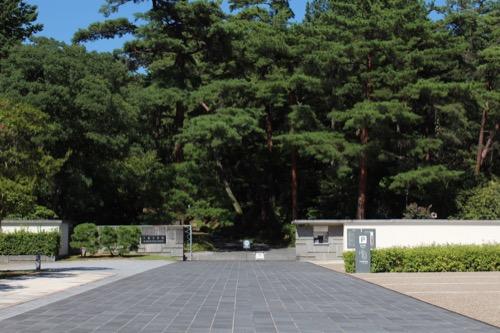 0155:大和文華館 駐車場からゲートをみる