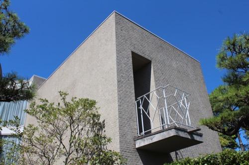 0156:松柏美術館 手すりが印象的なバルコニー
