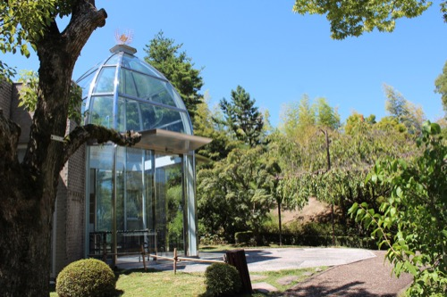 0156:松柏美術館 ガラスの入口①