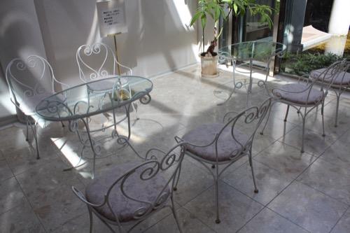 0156:松柏美術館 ショップ内の椅子・机
