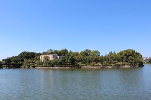 0156:松柏美術館 湖畔から美術館を見る②