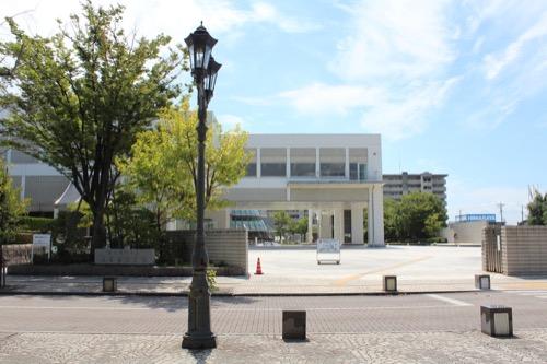 0158:岐阜県図書館 正門から
