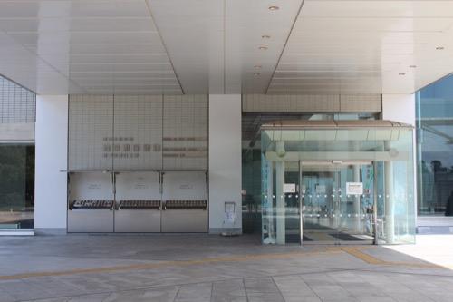 0158:岐阜県図書館 玄関