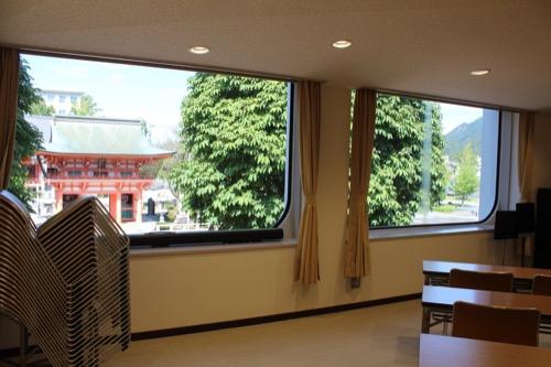 0159:岐阜市民会館 会議室から美江寺観音をみる