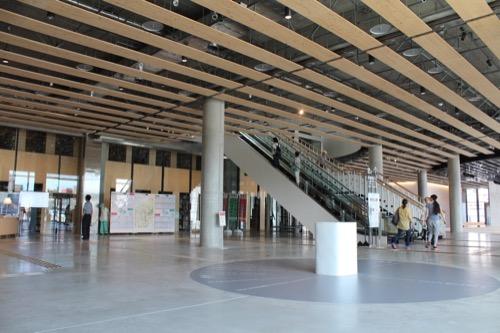 0160:ぎふメディアコスモス 1階エントランス