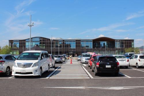 0160:ぎふメディアコスモス 駐車場から正面をみる