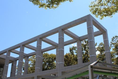 0162:名古屋市美術館 玄関アプローチである柱梁