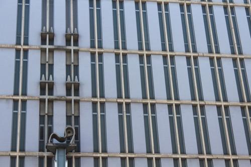 0164:丸栄百貨店 丸栄の看板上にある彫刻