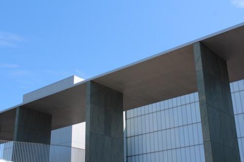0167:豊田市美術館 正面広場から③