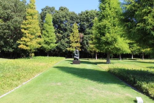 0167:豊田市美術館 池の対岸へ②