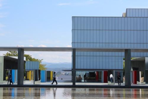 0167:豊田市美術館 池越しに美術館を見る②