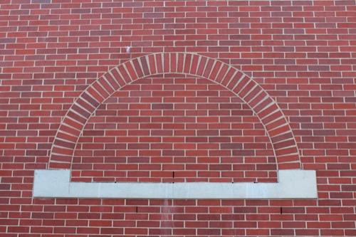 0168:穂の国とよはし芸術劇場 東側のレンガ外壁②