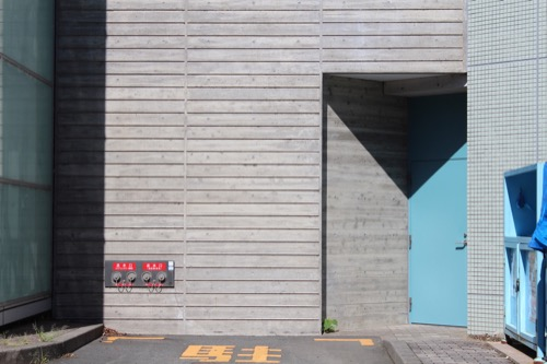 0169:掛川市庁舎 階段室脇の非常扉