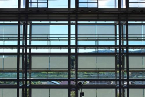 0169:掛川市庁舎 南側ファサードを内側から