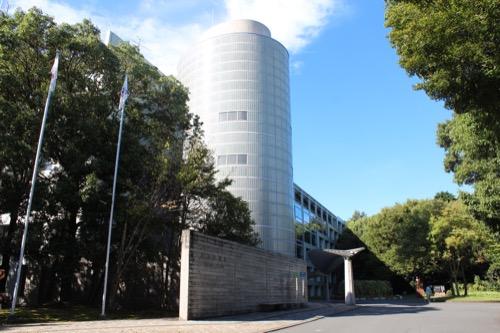 0169:掛川市庁舎 道からすぐに見える本庁舎