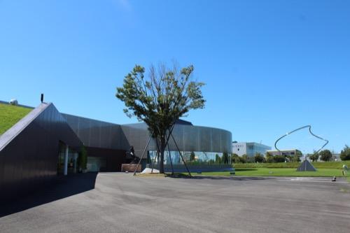 0170:資生堂アートハウス 正面広場①