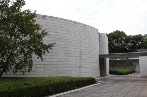 0146:ひろしま美術館 本館ホールの後ろ側
