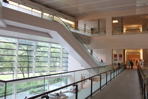 0147:広島県立美術館 メインロビーを2階から②