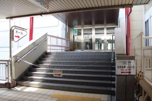 0149:西宮市民会館 チェーンがかけられたホール入口