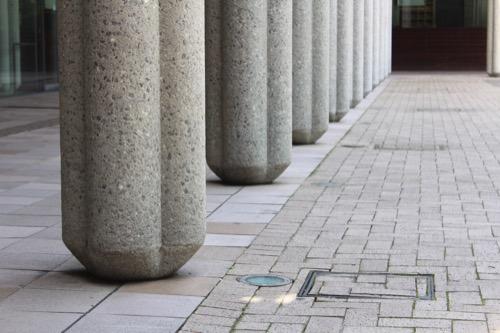 0150:兵庫県立芸術文化センター 列柱の座部分のデザイン