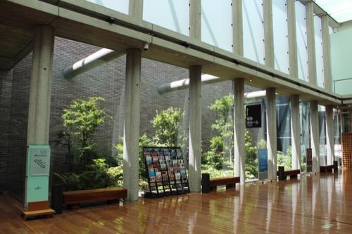0150:兵庫県立芸術文化センター 共通ロビーの中庭①
