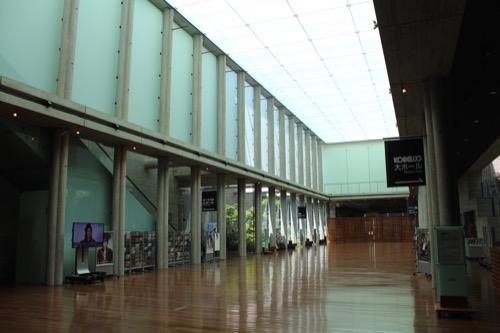 0150:兵庫県立芸術文化センター 共通ロビー斜め