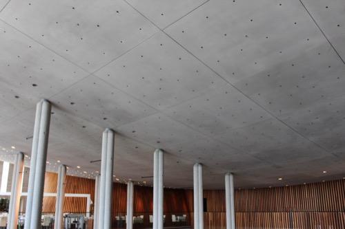 0150:兵庫県立芸術文化センター 湾曲したPC天井