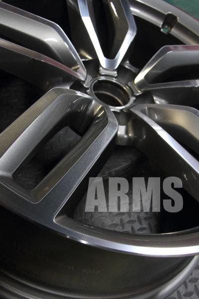 アウディ Audi SQ5 純正ホイール 大やモンドカット リペア