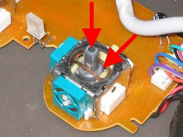 PS コントローラー(デュアルショック エメラルド) スプレーを使ってメンテナンス、アナログスティックコントローラー内部にシリコンルブスプレーを噴射してスティック操作で浸透させる