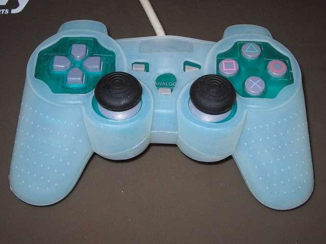 PS コントローラー(デュアルショック エメラルド) スプレーを使ってメンテナンス、コントローラーカバーとアナログスティックカバーを装着して完了