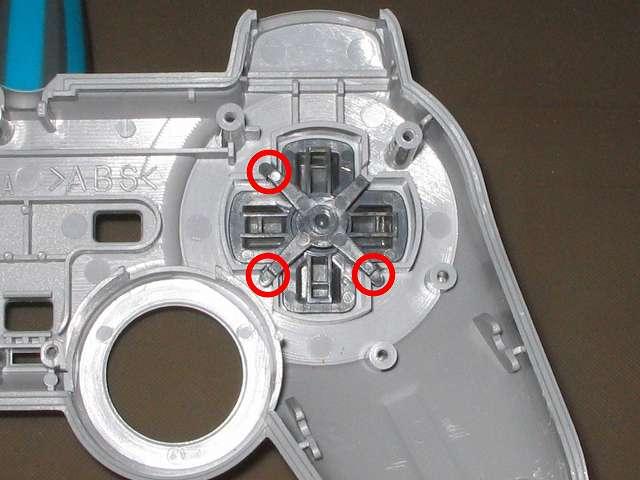 PS コントローラー(デュアルショック) スプレーを使ってメンテナンス、十字キーガイドをセットして再びドライファストルブを噴射