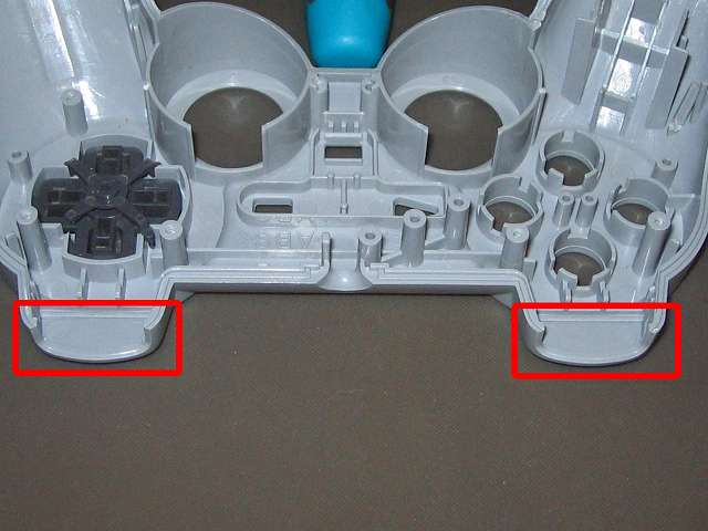 PS コントローラー(デュアルショック) スプレーを使ってメンテナンス、L1・R1 ボタン溝にドライファストルブを噴射
