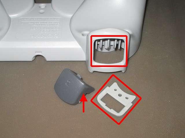 PS コントローラー(デュアルショック) スプレーを使ってメンテナンス、L2・R2 ボタンと L2・R2 ボタン固定ガイド、L2・R2 ボタン溝のすれ合う部分にドライファストルブを噴射