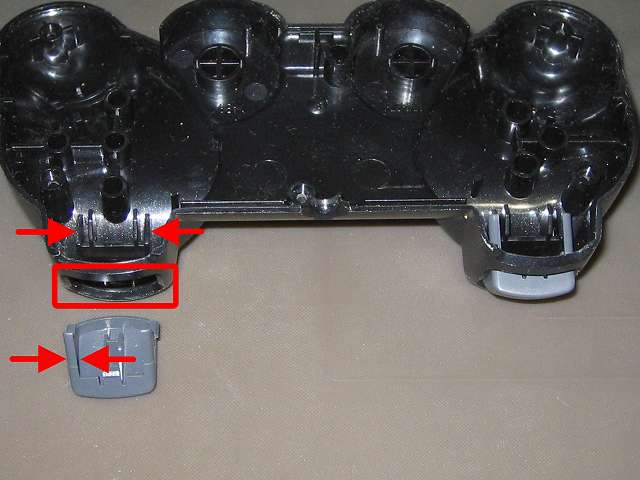 PS2 コントローラー(デュアルショック 2) スプレーを使ってメンテナンス、L2・R2 ボタンと L2・R2 ボタン溝のすれ合う部分にドライファストルブを噴射