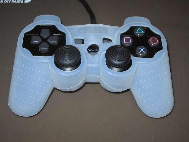 PS2 コントローラー(デュアルショック 2) スプレーを使ってメンテナンス、コントローラーカバーとアナログスティックカバーを装着して完了