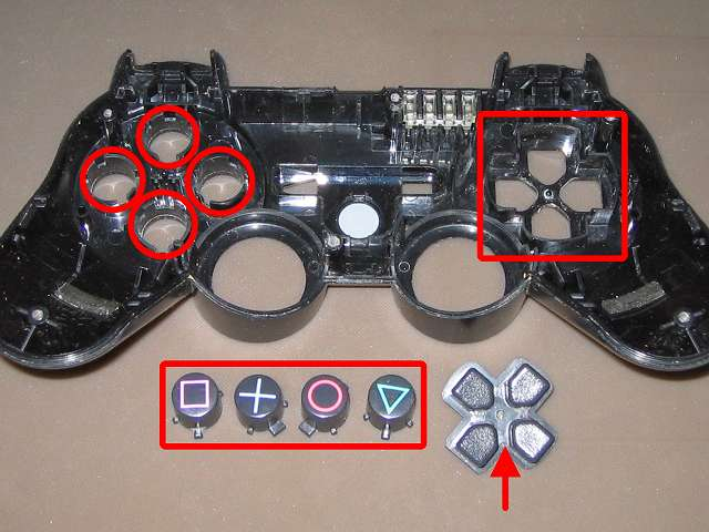 PS3 コントローラー(デュアルショック 3) スプレーを使ってメンテナンス、○×△□ボタン側面とボタン穴のすれ合う部分と十字キーと十字キー穴のすれ合う部分にドライファストルブを噴射