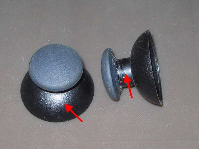 PS3 コントローラー(デュアルショック 3) スプレーを使ってメンテナンス、アナログスティックのゴム以外のスティック部分にドライファストルブを噴射