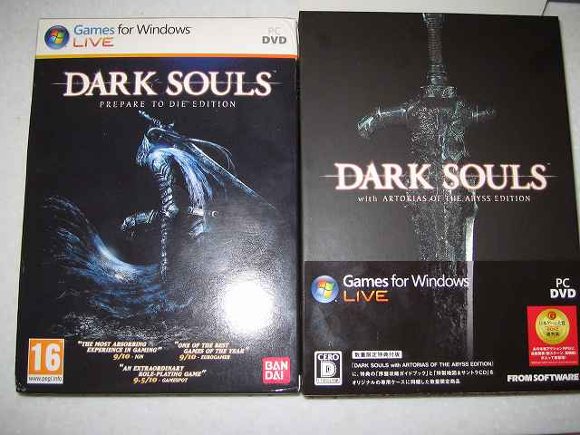 GfWL 版 Dark Souls: Prepare to Die Edition(画像左側) と DARK SOULS with ARTORIAS OF THE ABYSS EDITION(画像右側) パッケージ