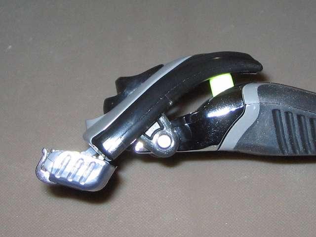 フェザー エフシステム サムライエッジ ホルダー 替刃2個付 (日本製)、サムライエッジ ホルダーヘッド側面とサスペンション(黄緑)部分